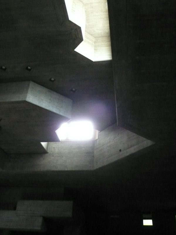 Heiligkreuzkirche innen, Chur, Architekt Walter Förderer (Bild: Aita Flury)