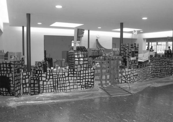 """fertiggestellte Burg (Bild: Studienwoche """"Wir bauen eine Burg"""")"""